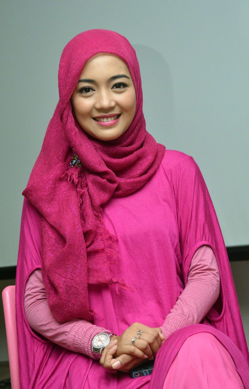Nuri Maulida Cantik Pakai Hijab Pesona Wanita Dan Artis Indonesia