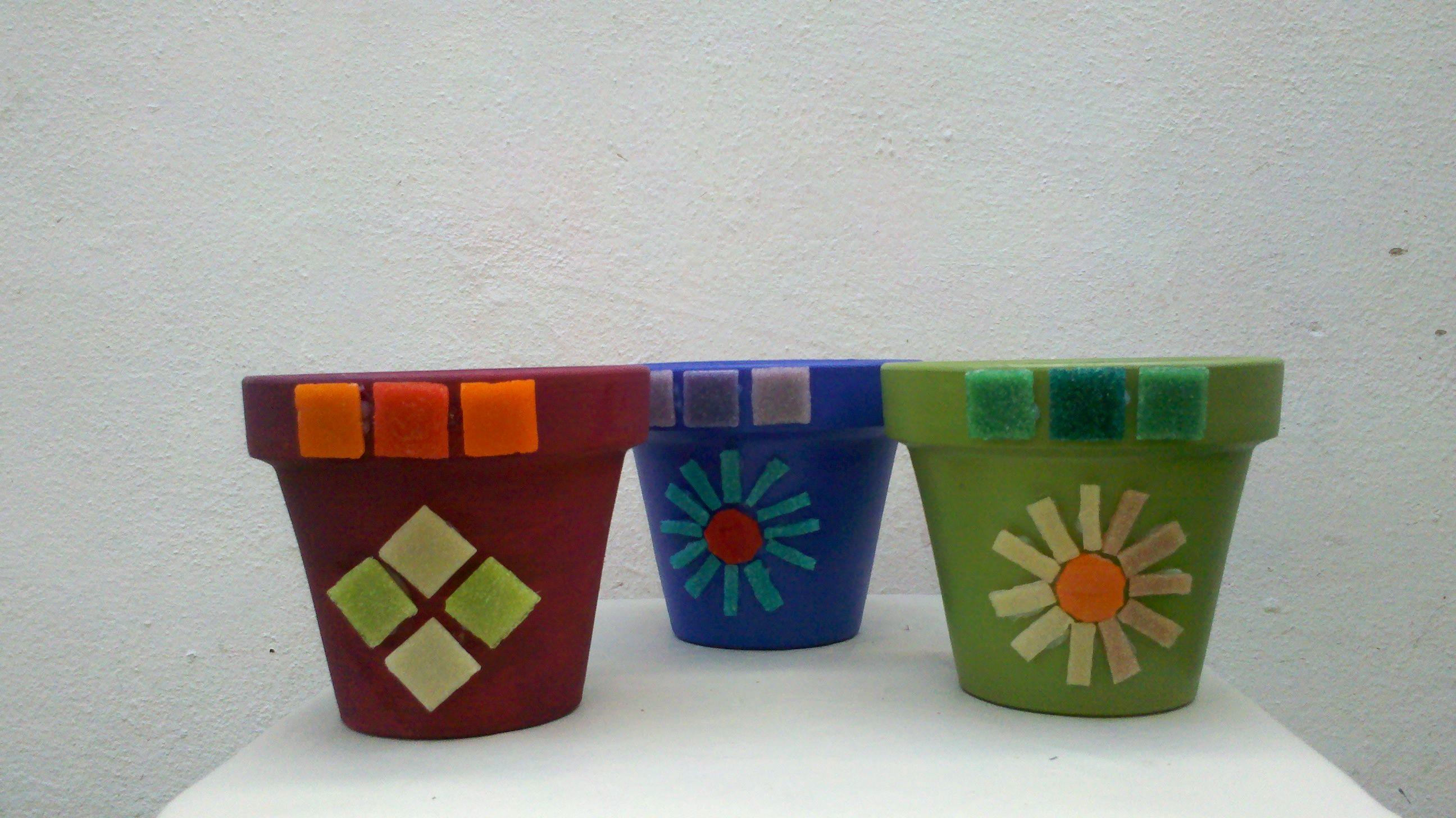 Macetas de barro con mosaicos mis mosaicos y - Macetones de barro ...