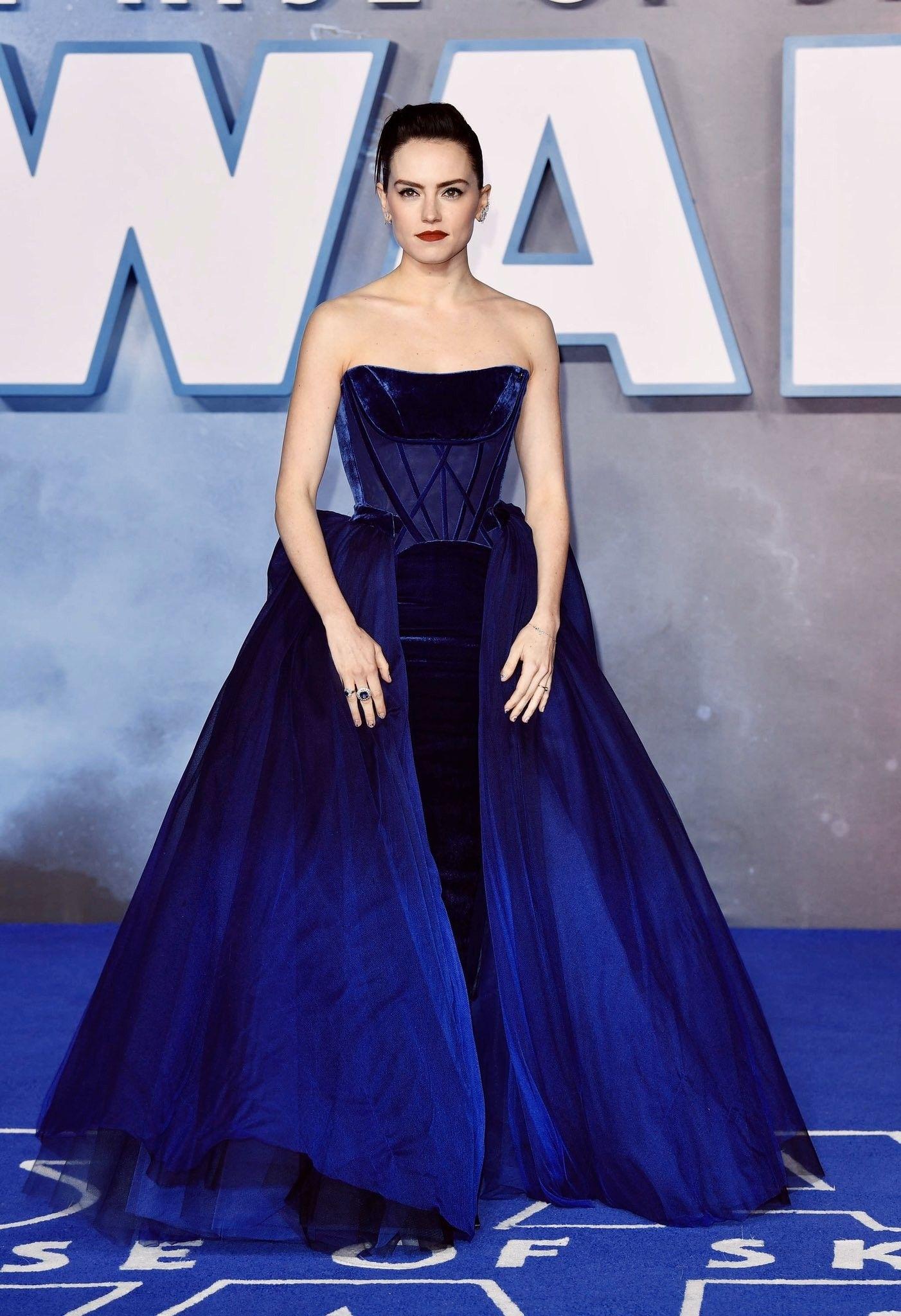 Daisy Ridley Strapless Dress Formal Dream Dress Fashion [ 2048 x 1402 Pixel ]
