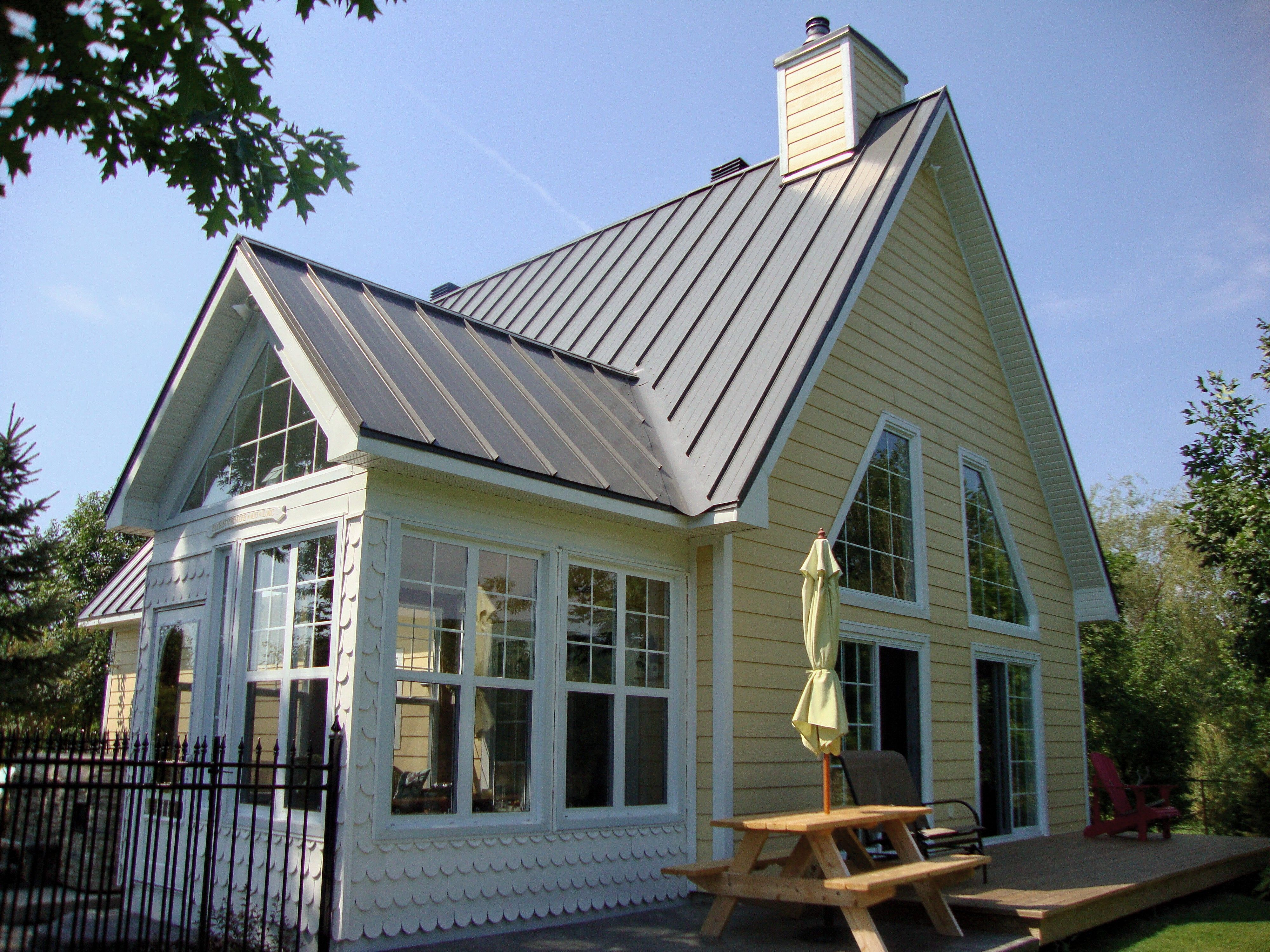 Metal Roofing Steel Roofing Visit Http Idealroofing Ca English Us Html Prod Hf Php Type Lw Residential Steel Roofing Roof Styles Roof Design