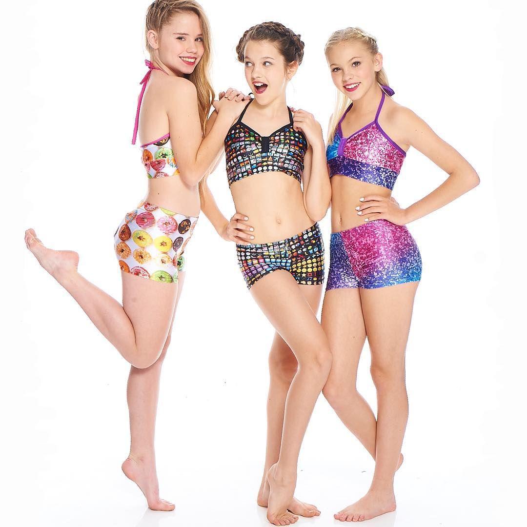 Dancing teens bikini — photo 11