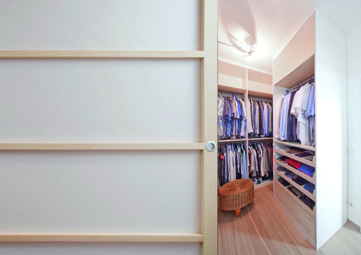 Begehbarer Kleiderschrank Mit Beleuchtung Und Schiebeture