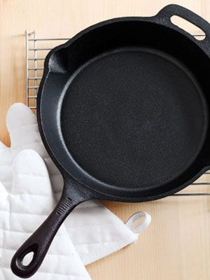how to reseason a cast iron skillet good to know cast iron frying pan cast iron cast. Black Bedroom Furniture Sets. Home Design Ideas