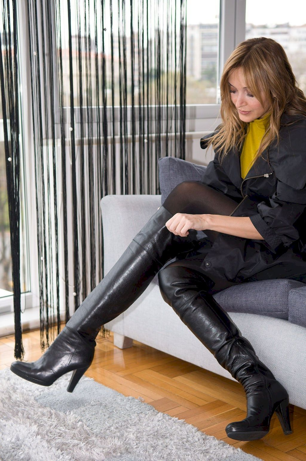 Adorable 82 Best Boots To Wear With Skirts Https Bellestilo Com 3607 82 Best Boots To Wear With S High Knee Boots Outfit High Boots Outfit High Leather Boots
