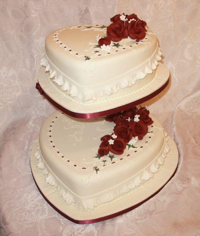 Hochzeitstorte Herz Kuchenstaender Vintage Dekoration Rueschen
