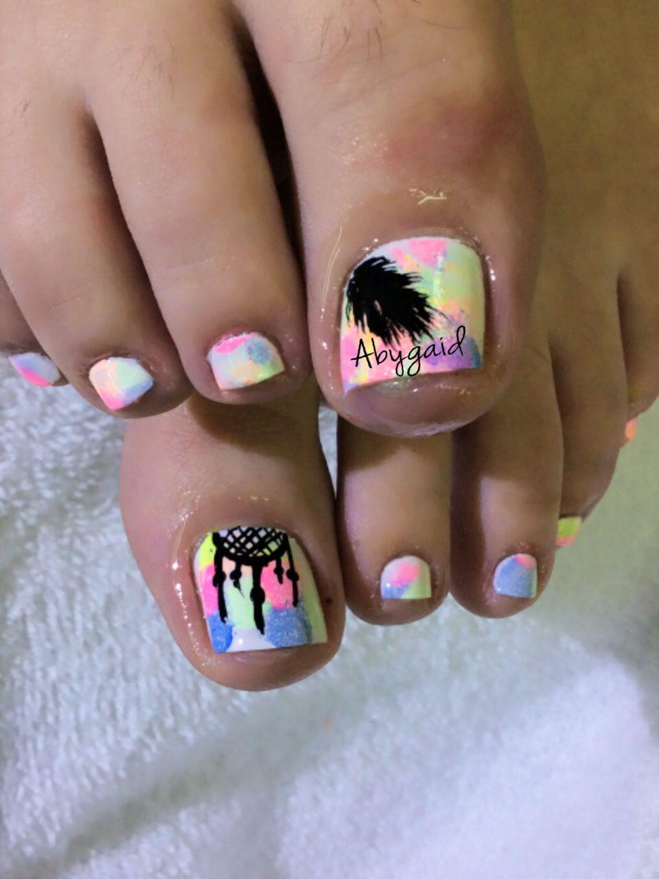 Esmalte OPI con difuminado multicolor y decorado con atrapa sueños y ...