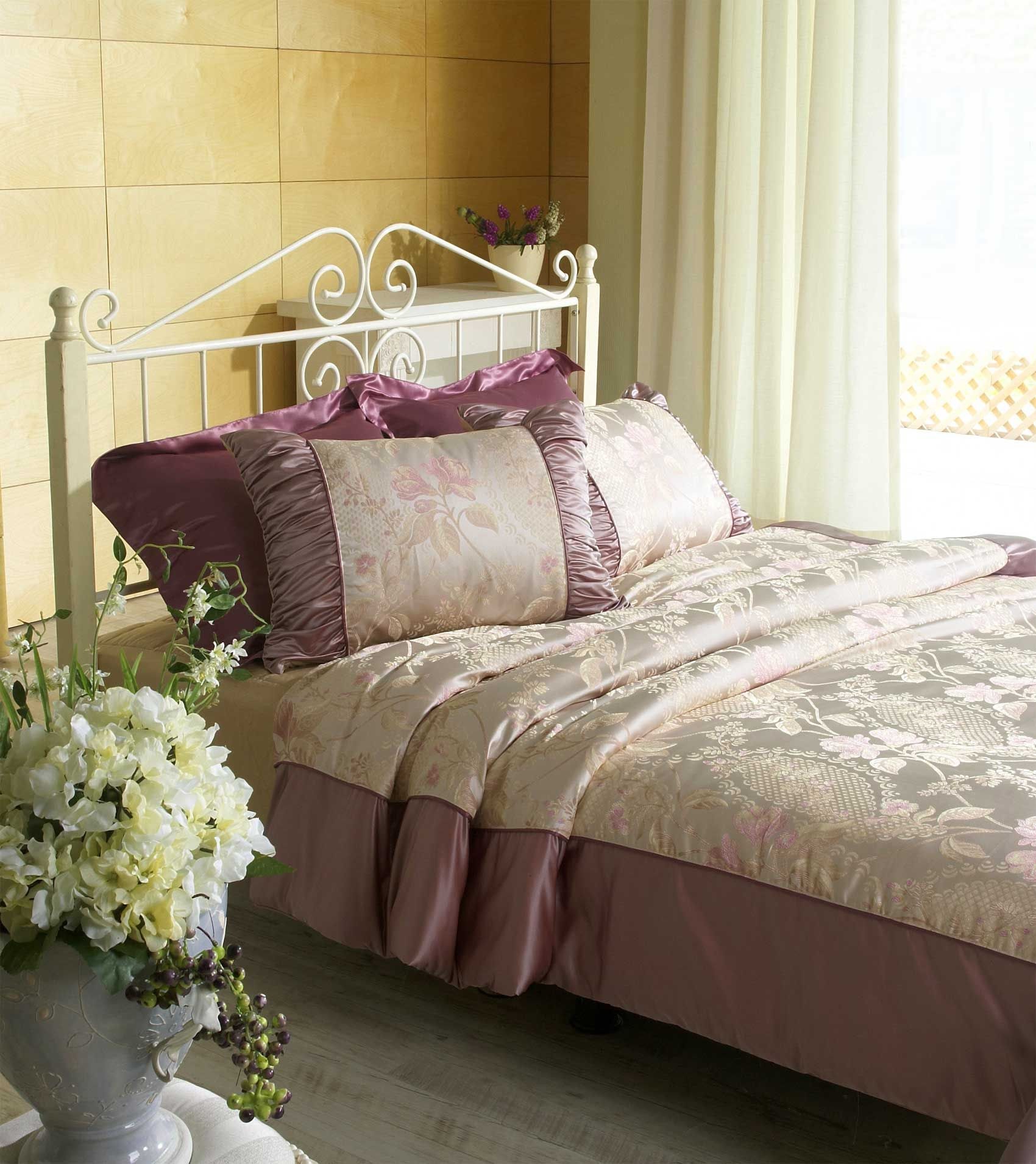 Top 10 Romantic Bedroom Ideas For Married Couples