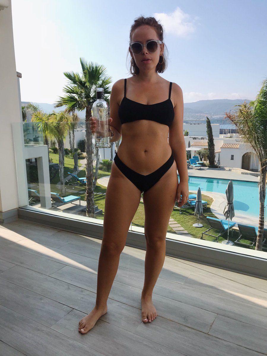 a6e53aae2eda Tanya Burr (@TanyaBurr) | Twitter | Healthy & Fit | Bikinis ...