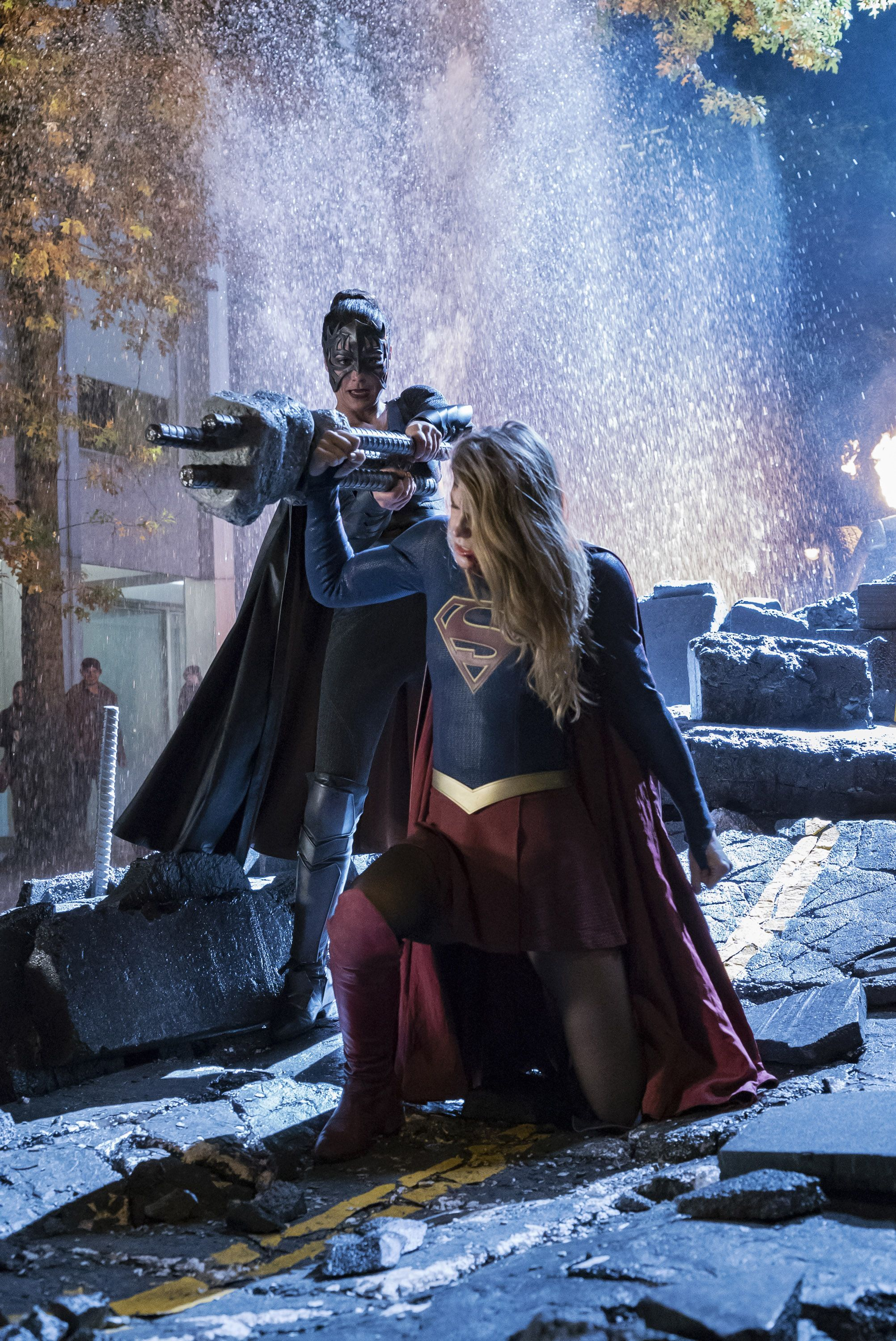 Supergirl Sn 3 Ep 8 Reign Mid Season Finale Pics Hit