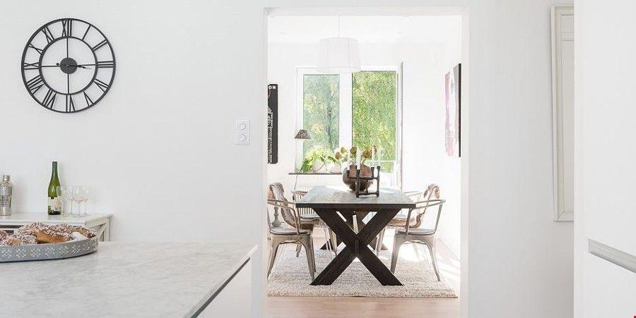 Una vivienda para soñar: blanco, madera y mucha luz  Sigue leyendo: https://proyectos.habitissimo.es/proyecto/una-vivienda-para-sonar-blanco-madera-y-mucha-luz#ixzz4S2yy9Sck