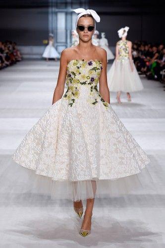 NEW GALLERY ....GIAMBATTISTA VALLI CATWALK http://www.backstageconfidential.net/giambattista-valli-couture-fw-14-15.html