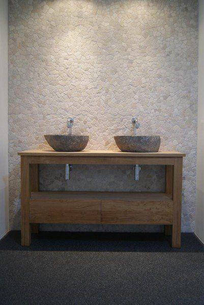 Stoere wand voor badkamer, prachtig met houten wasmeubel en kommen ...