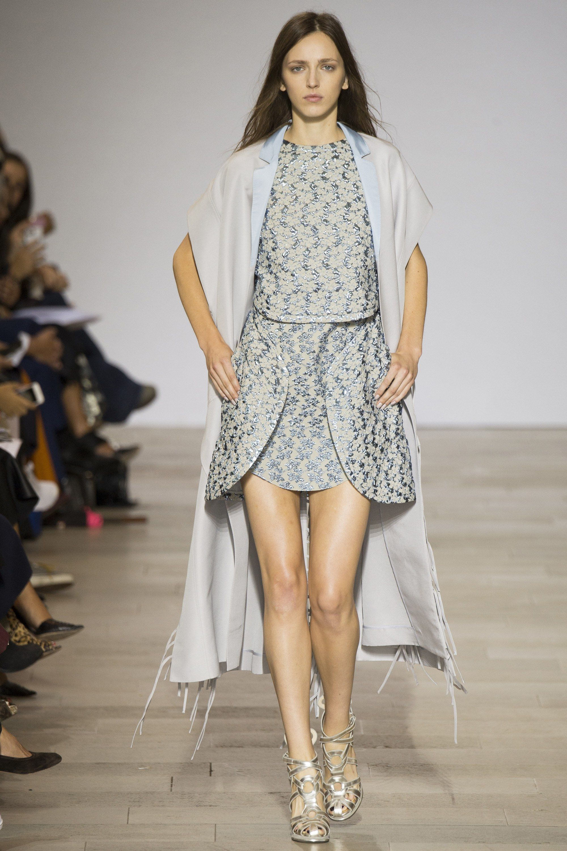 Antonio Berardi Spring 2016 Ready-to-Wear Fashion Show - Sasha Antonowskaia