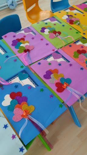 Resultado De Imagem Para Maternelle Apres Avoir Peint Le Fond Bleu Les Enfants Ont Colle Le Avec Images Creations Pour Fete Des Meres Craft Confection De Cartes
