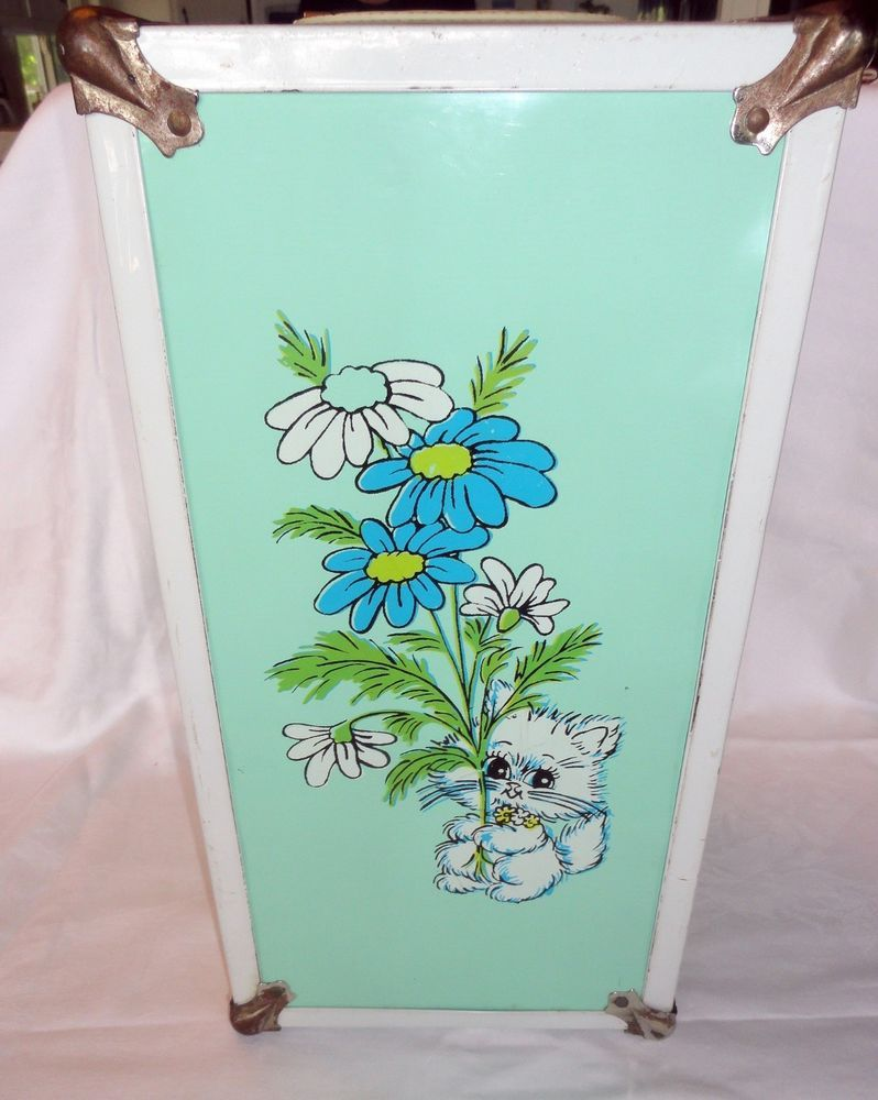 Add a doll and homemade clothes ... wouldn't that be special?  VTG 1970s Green White Metal Doll Trunk Flowers Cat