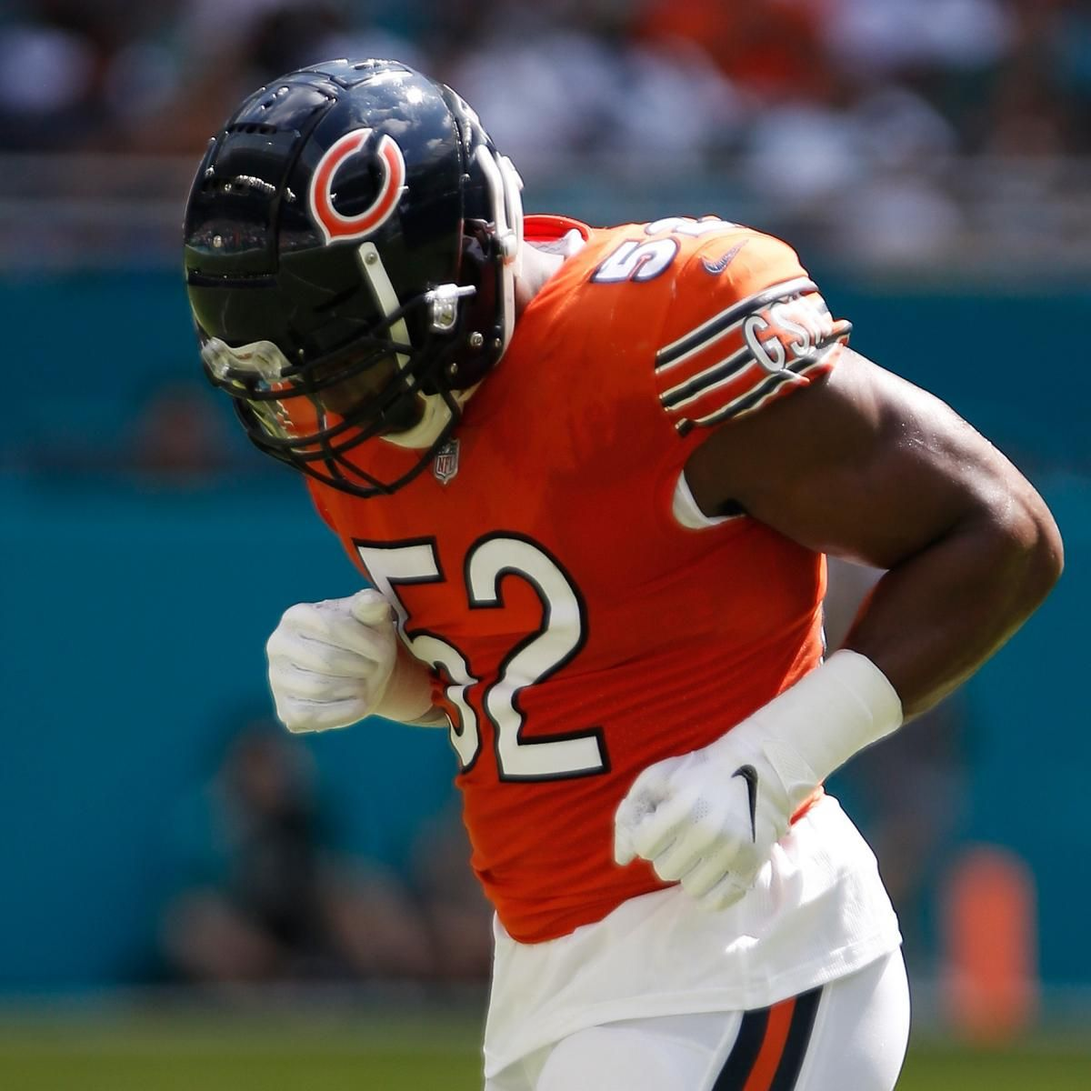 Chicago Bears Pass Rusher Khalil Mack Suffered An Ankle Injury In Sunday S Overtime Loss To The Miami Dolph Nfl Football Players Bears Football Chicago Bears