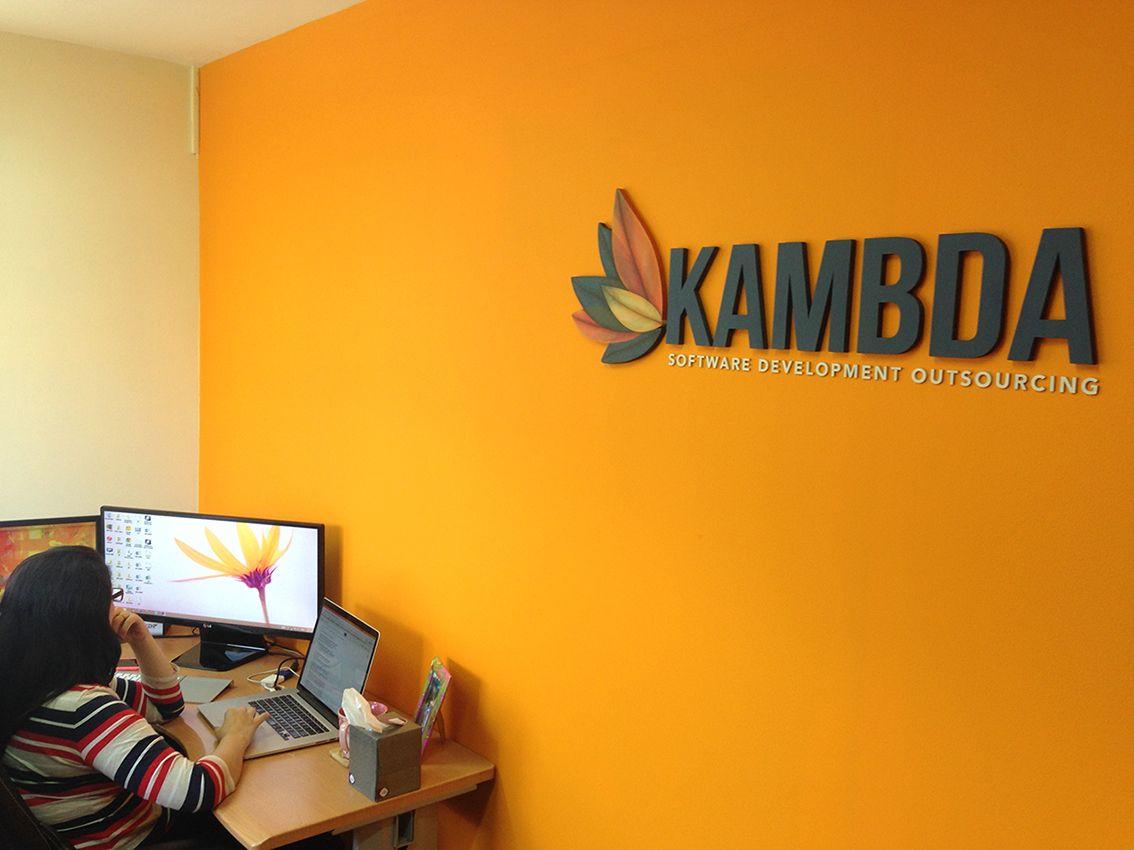 Rótulo para oficina. Handmade 3D logo for small office in San José, Costa Rica. By www.solucionescolor.com