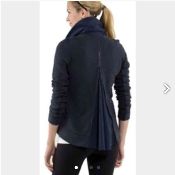 Lululemon navy en route sip jacket 6 chiffon back Size 6 in excellent used condition no damage lululemon athletica Jackets & Coats