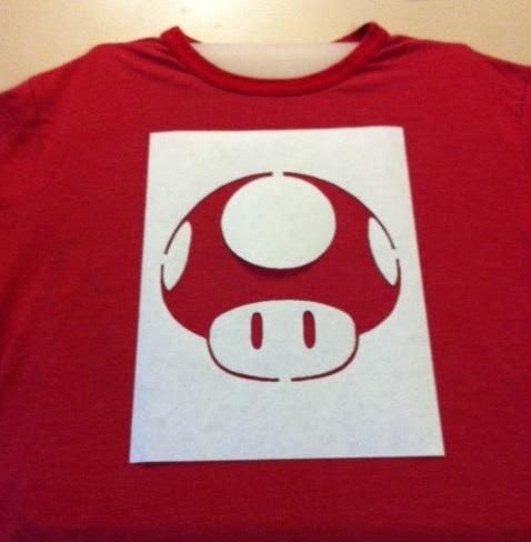 428ee5db8b628 Como estampar camisetas com alvejante. A tendência entre os jovens de  customizar camisetas tem vindo a crescer