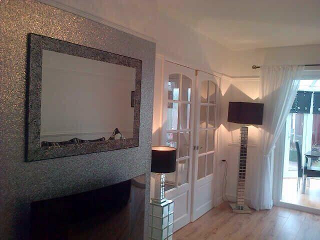 Sparkly silver glitter wallpaper 24 per metre available for Glitter wallpaper living room