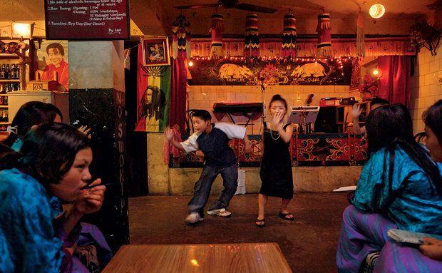 #Butão. Bar em Thimphu.