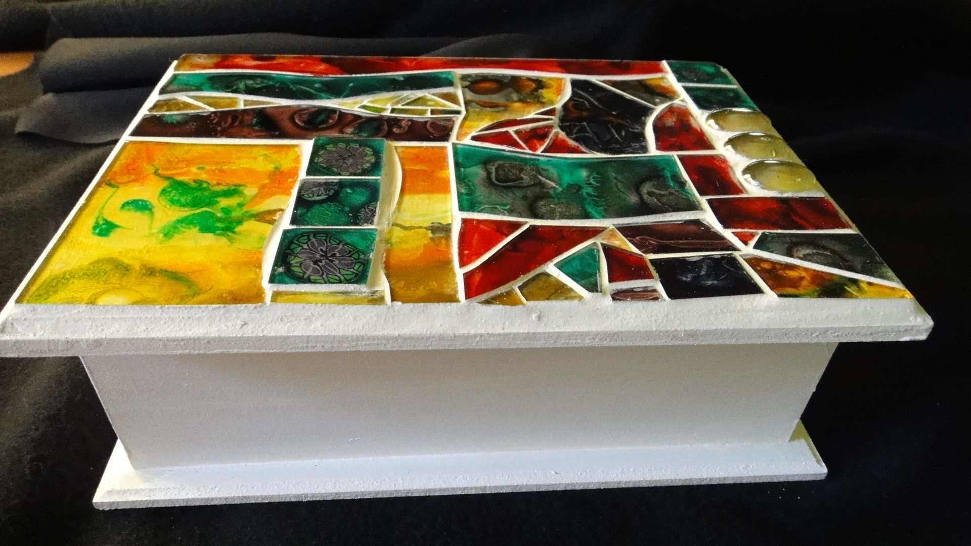 Caja de madera con tapa mosaico en vidrio cajas - Mosaico de madera ...