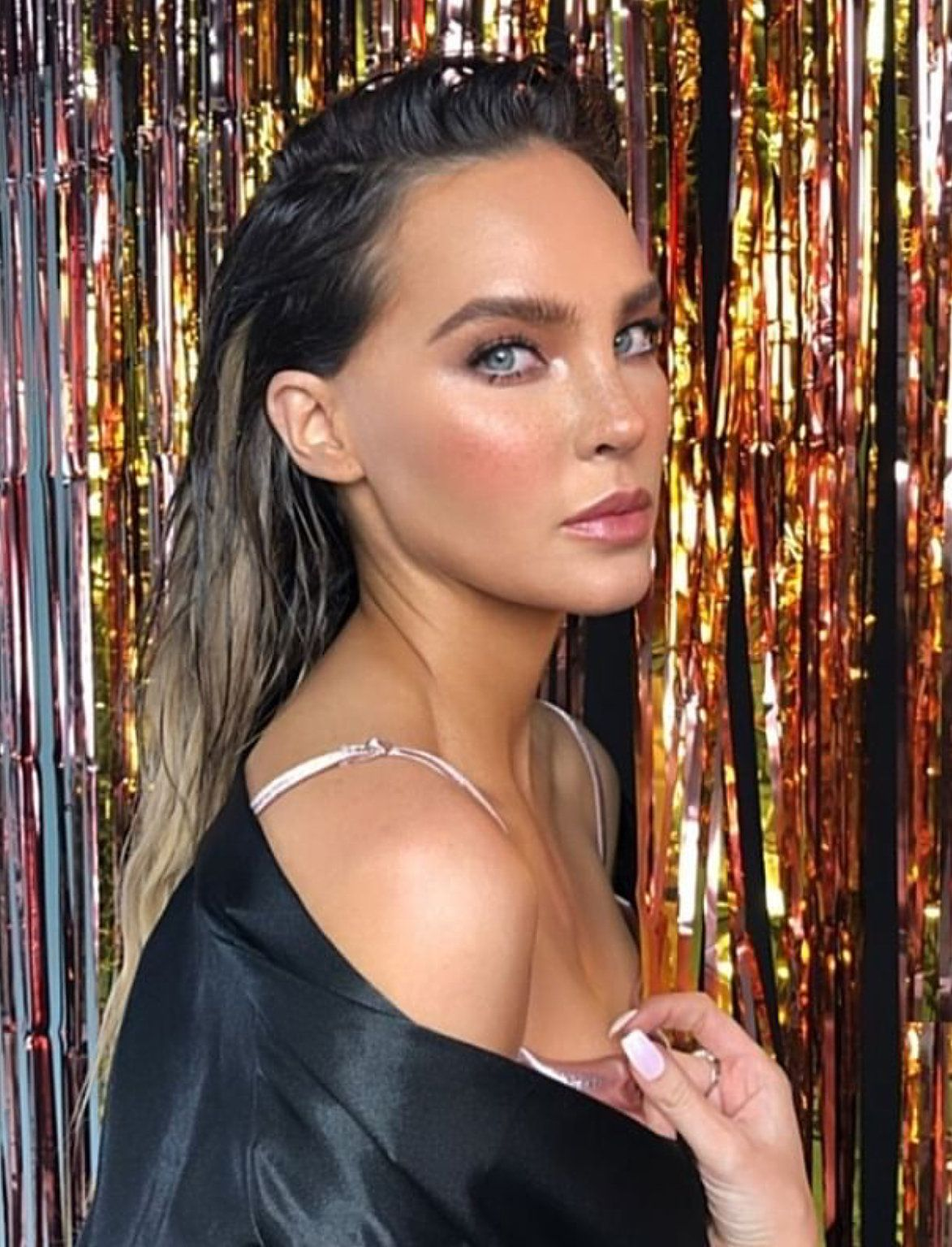 Belinda glowy highlighted makeup look with bronzer, blush