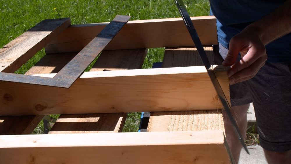 DIY Wood Pallet Bench Outdoor Seating Idea   Pallet bench ...