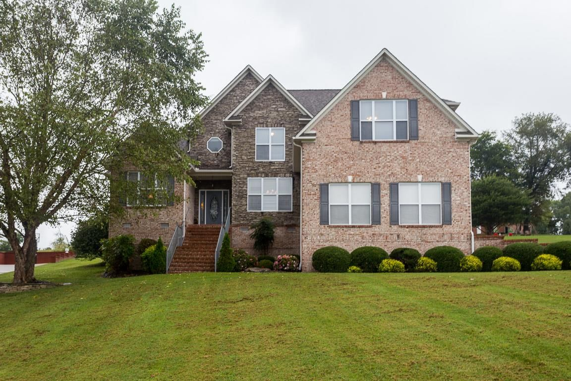 3013 Viewpointe Way Columbia Tn 38401 3 Bed 3 Bath 400 000 Immaculate North Col Estate Homes House Styles Property
