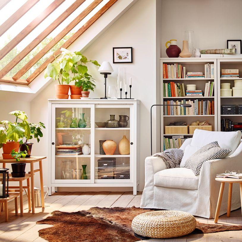 IKEA   HEMNES, Vitrine, Weiß Gebeizt, , Schiebetüren Nehmen Beim Öffnen  Keinen Platz Weg.Massivholz Sorgt Für Eine Natürliche Note.