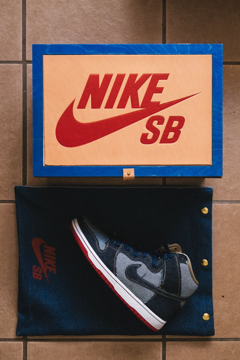 sale retailer 6b36d adc0c Exclusive    Unboxing the Friends   Family Nike SB Dunk High Denim Forbes    Nice Kicks