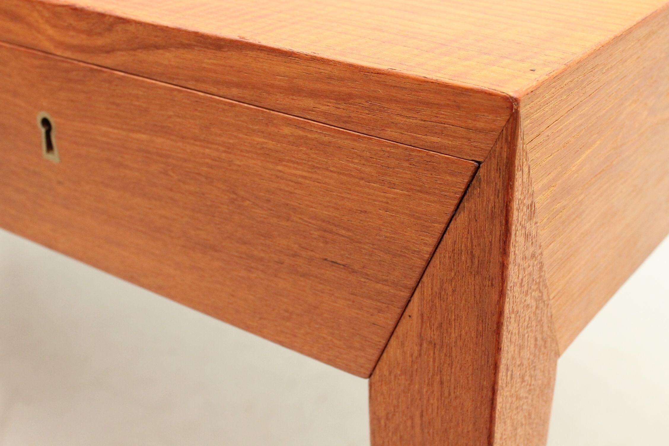 Detail from a super minimalist desk in teak designed by Severin Hansen Jr. and manufactured by Haslev Møbelsnedkeri, Denmark. www.reModern.dk