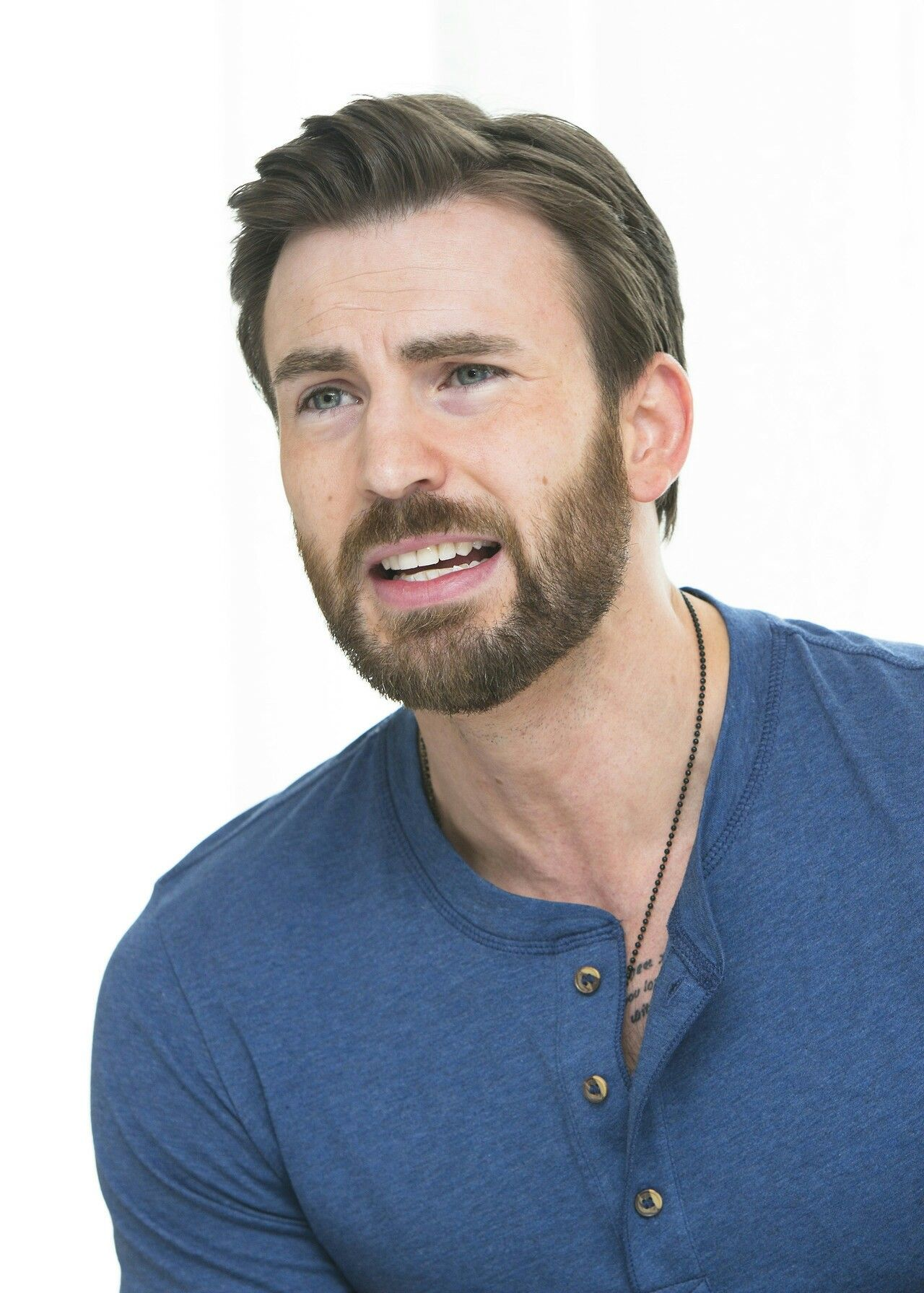Pin by Hareemchaudhary on Chris evans Chris evans