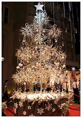 World S Most Expensive Christmas Tree With 21 798 Glittering Diamonds Totaling 913 Carats 3 762 Crystal Beads And Is Decorated With 456 L Luxury Christmas Tree Unusual Christmas Trees Alternative Christmas Tree