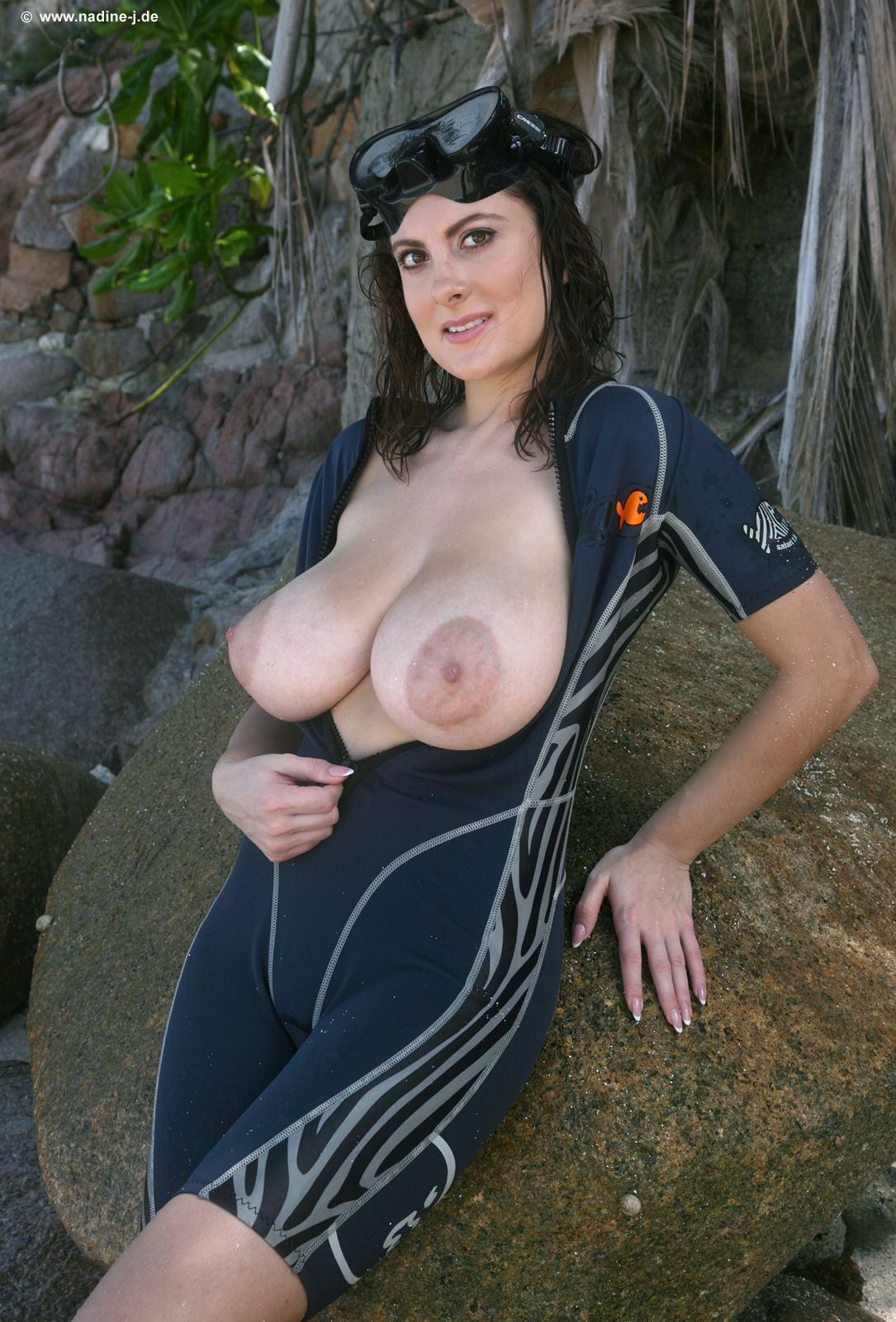 Mature hanging boobs
