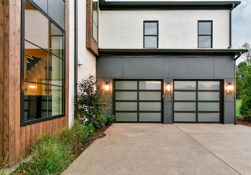 Modern Glass Aluminum Garage Doors Clopay Avante The Avante Collection Combines The Beauty Of A Glas In 2020 Garage Door Design Garage Doors Garage Door Styles