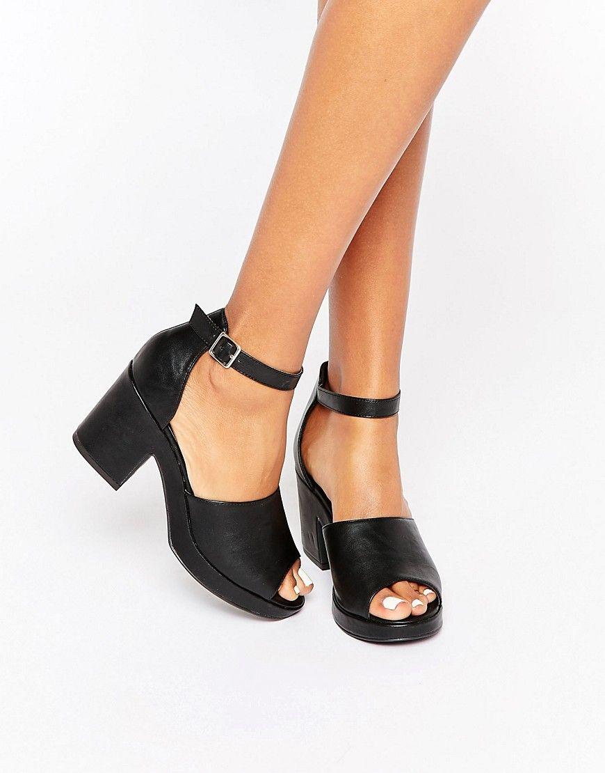 Zapatos con empeine alto y tacón ancho de New Look  4c312750e425