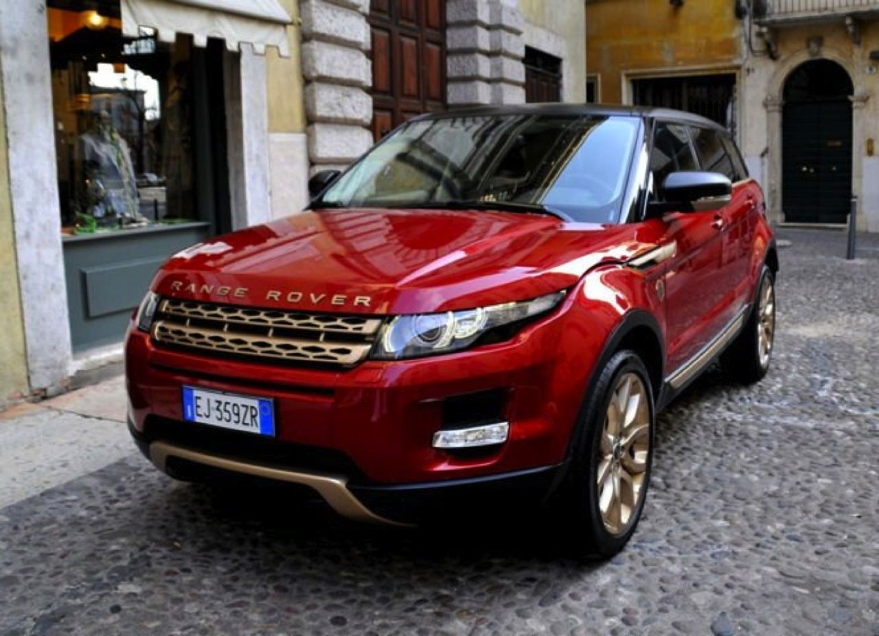 Land Rover S Italian Arm Used The Vinitaly 2012 Wine Exhibition To Introduce The Range Rover Evoqu Range Rover Evoque Luxury Cars Range Rover Pink Range Rovers