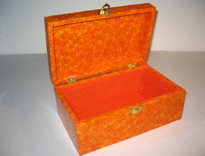 How to fabric cover a wooden jewellery box THIS IS PERFECT OH GOD
