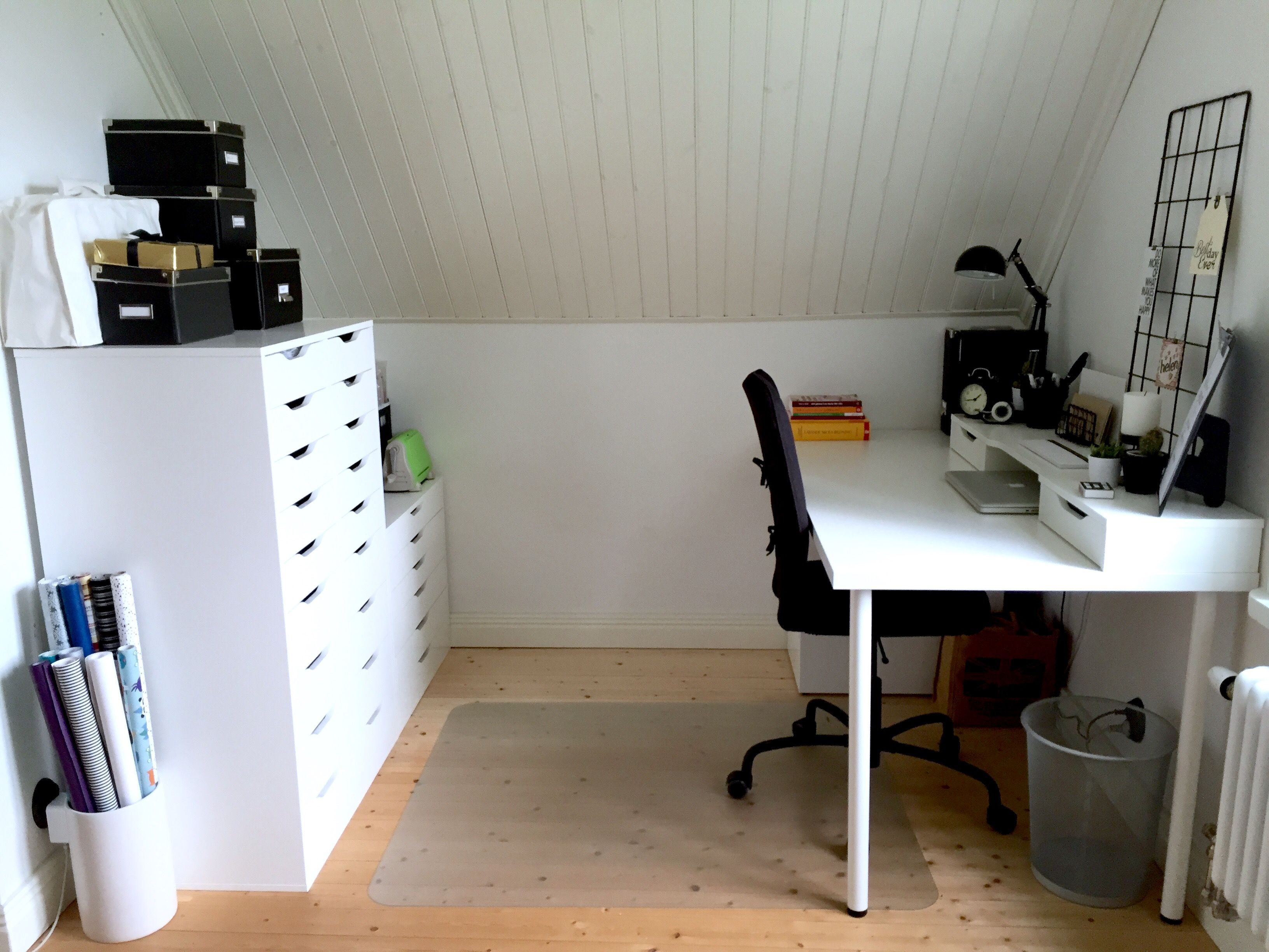 Minimalist Black And White, Ikea Alex Desk And