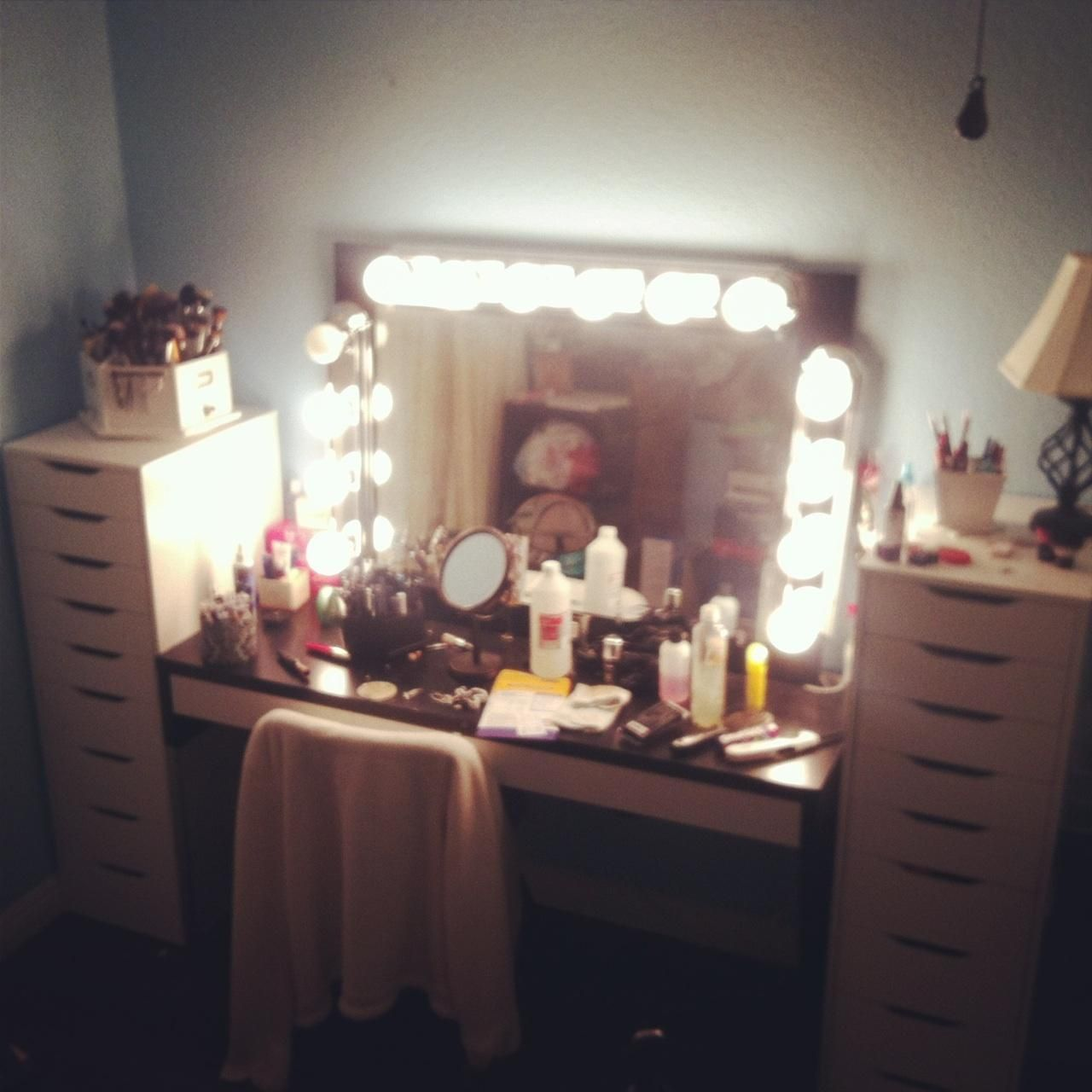 Hollywood Style Makeup Mirrors Broadway Style Vanity Mirror C-Milli.com Vanities ...