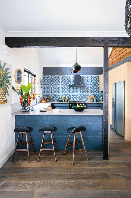 Blue kitchen with exposed beams | Namai: Spalvos | Pinterest | Beams ...