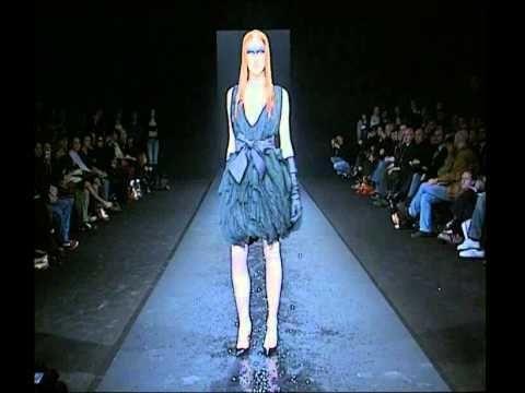 """Jose Castro """"Dead Bird"""" Autumn/ Winter 2007-2008 - Carrousel du Louvre (..."""