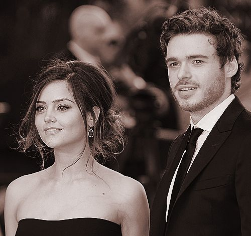 black & white doesn't make richard madden, or jenna-louise, any less attractive....unfortunately
