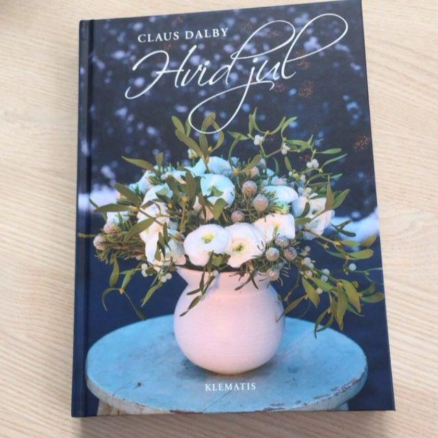 Nu kan min nye bog Hvid jul bestilles på www.klematis.dk Om et par dage er den ude hos alle boghandlere og i Inspirations butikker. I Norge og Sverige kan bogen købes hos Adlibris #clausdalby #hvidjul #jul #christmas #blomster @inspiration.dk_online