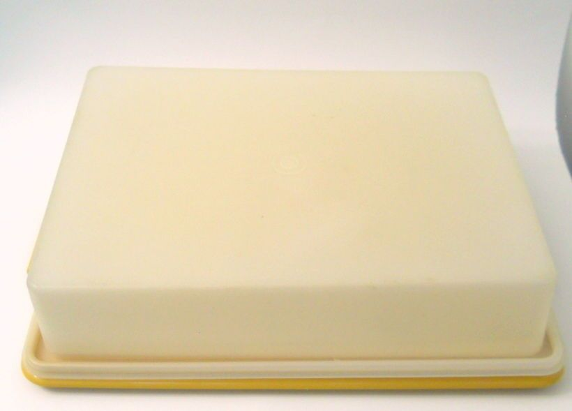 Vintage Tupperware Rectangle Cake Taker Storage Harvest Gold 15 x 11 Inches