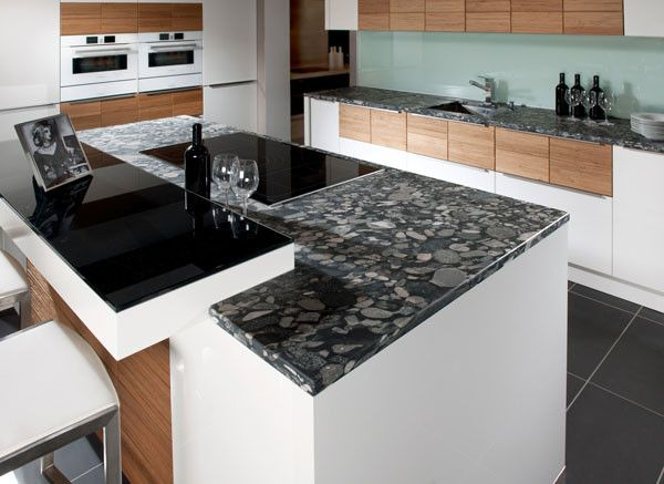 Natursteinarbeitsplatte als Küchenarbeitsplatte von Strasser Steine