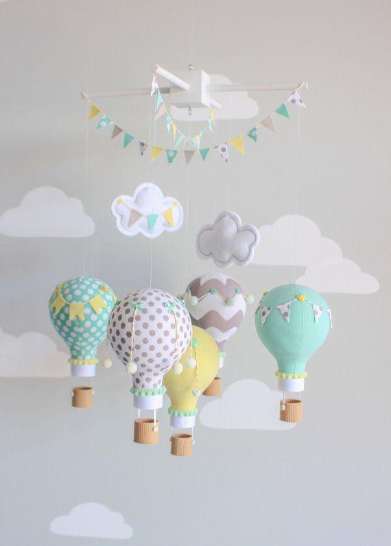 Ideas para reciclar bombillas | Nursery ideas | Móviles para bebés ...