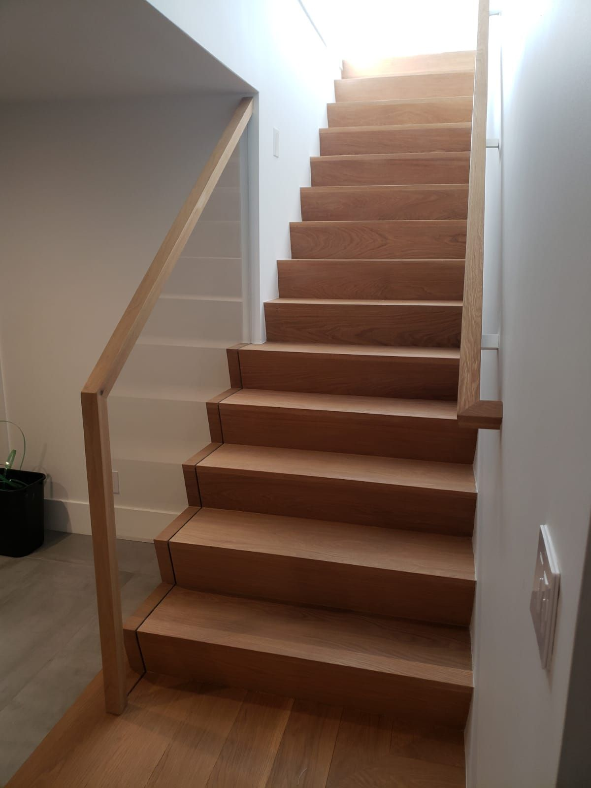 Best Wood Staircase Framed With A Sleek Glass Railing With A 640 x 480