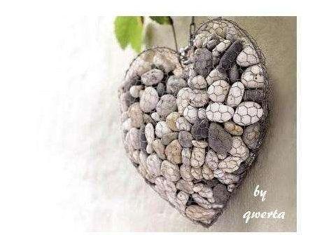 Ƹ̴Ӂ̴Ʒ l'idée déco du dimanche : créer un cœur déco avec des galets